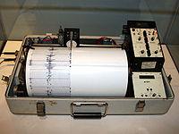 200px-Kinemetrics_seismograph.jpg