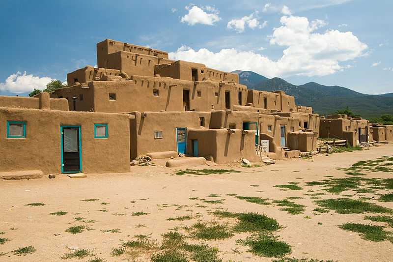 800px-USA_09669_Taos_Pueblo_Luca_Galuzzi_2007.jpg