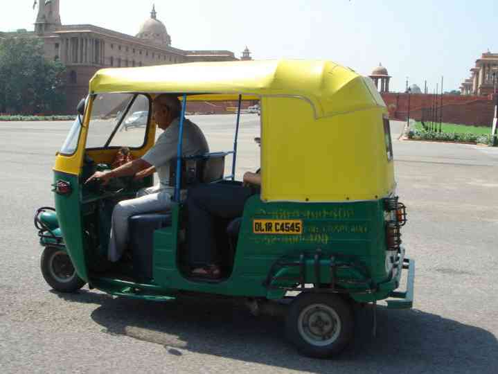 800px-Autorickshaw_on_Raj_Path_New_Delhi