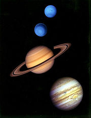 180px-Gas_giants_in_the_solar_system.jpg