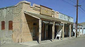saloon3.jpg