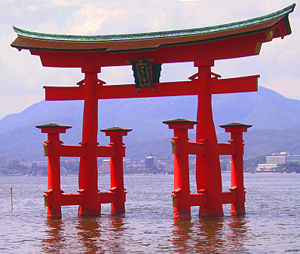 300px-Itsukushima_torii_angle.jpg